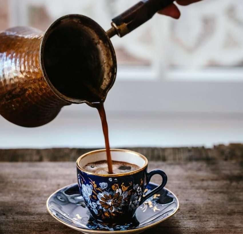 Kafen e mengjesit si e preferoni turke, ekspres apo kafe…?!