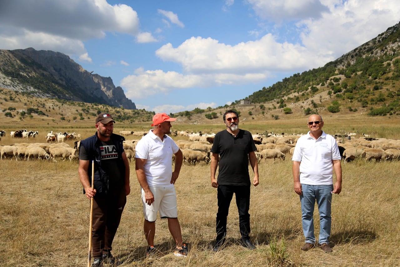 Ministri Bledi Çuçi  per fermen blegtorale te fermerit Pellumb Koko te ngritur ne zonen malore te Zagorise