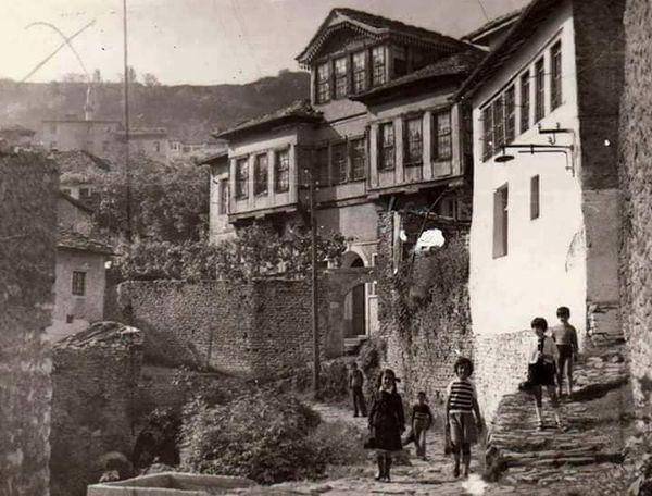 Shtëpia e Ficove në kujtimet e aktorit te njohur gjirokastrit Nikolla Llambro