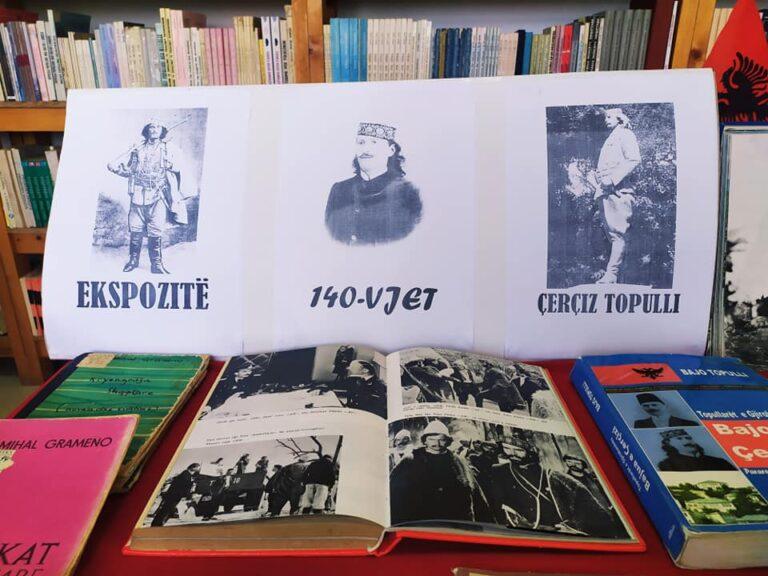 Ne biblioteken e Gjirokastres, ekspozite me foto dhe libra per Çerçiz Topullin