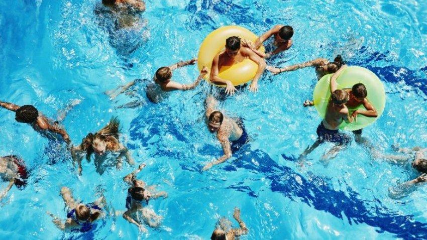 """Kujtese/ Ju kujtohet pishina ne lagjen Dunavat ku benin """"plazh"""" edhe banoret e lagjeve te tjera te Gjirokastres?!"""
