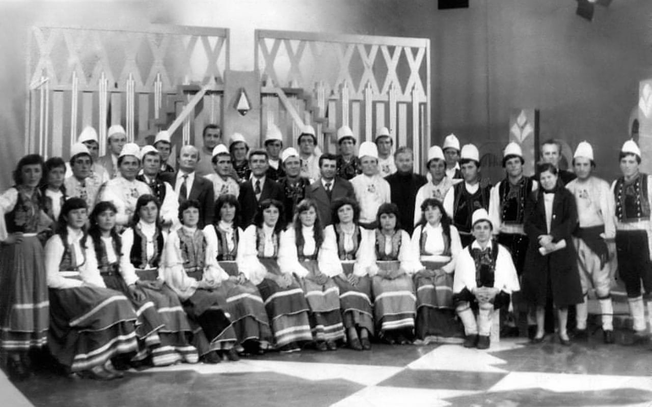 Kujtese/ Foto e ralle e vitit 1988, artistet popullore te fshatit Zhulat te Gjirokastres
