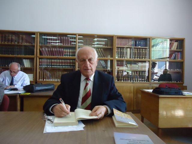 Kujtesë/ Nderim per Intelektualin gjirokastrit Profesor Hektor Çoçolin, personalitet i shquar i mjekesise shqiptare