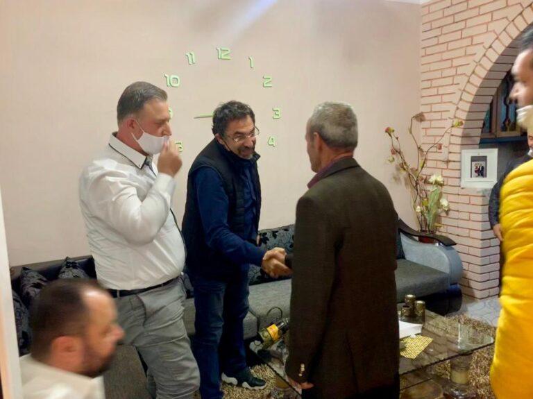 Deputeti Bledi Çuçi vlereson punen e Kadastres,bashkë me drejtorin Florian Taçi dorzon per familjet lejet e legalizimit të banesave të ndërtuara informalisht
