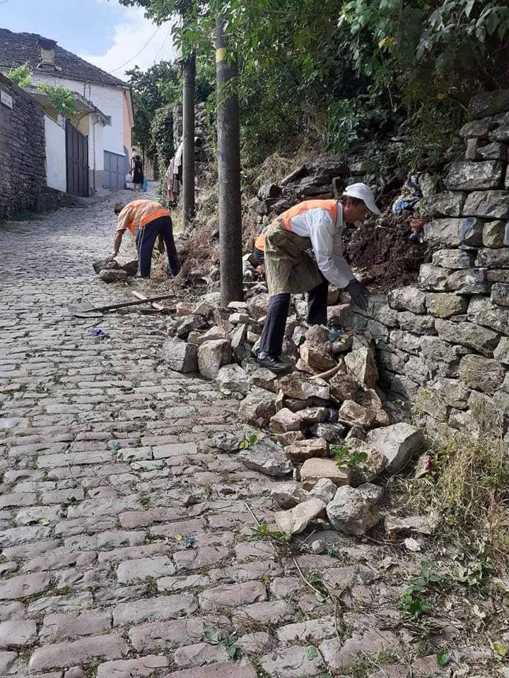 Murret me barë te kopshteve te lagjeve te vjetra te Gjirokastres!