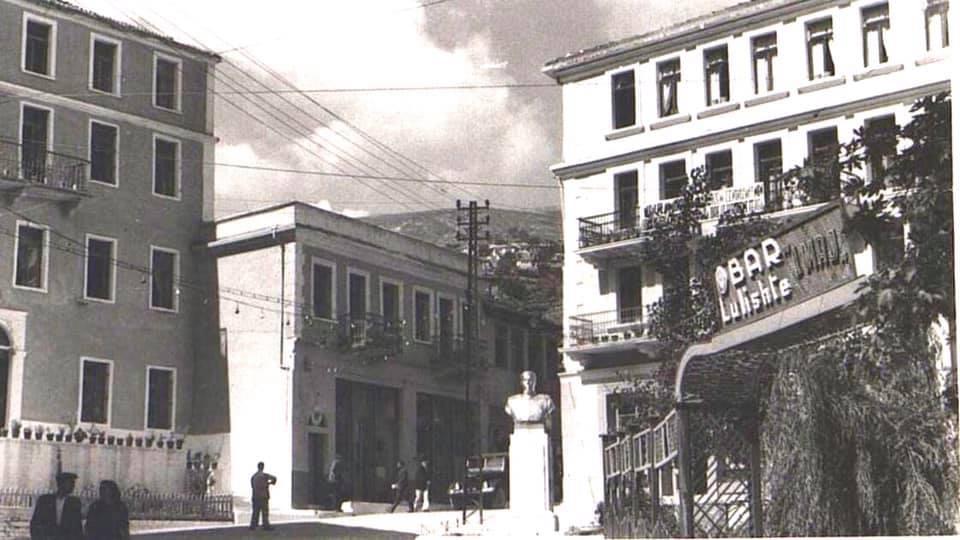 Kujtesë/ Foto e rallë, Pazari i Gjirokastrës në vitin 1955, e përcjellë për ju Roland Çenko