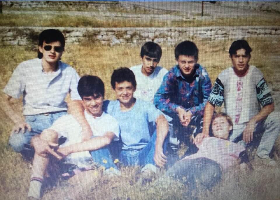 """Kujtese/ Ne foto djem te lagjes """"Pazar i Vjeter"""" te qytetit te Gjirokastres"""