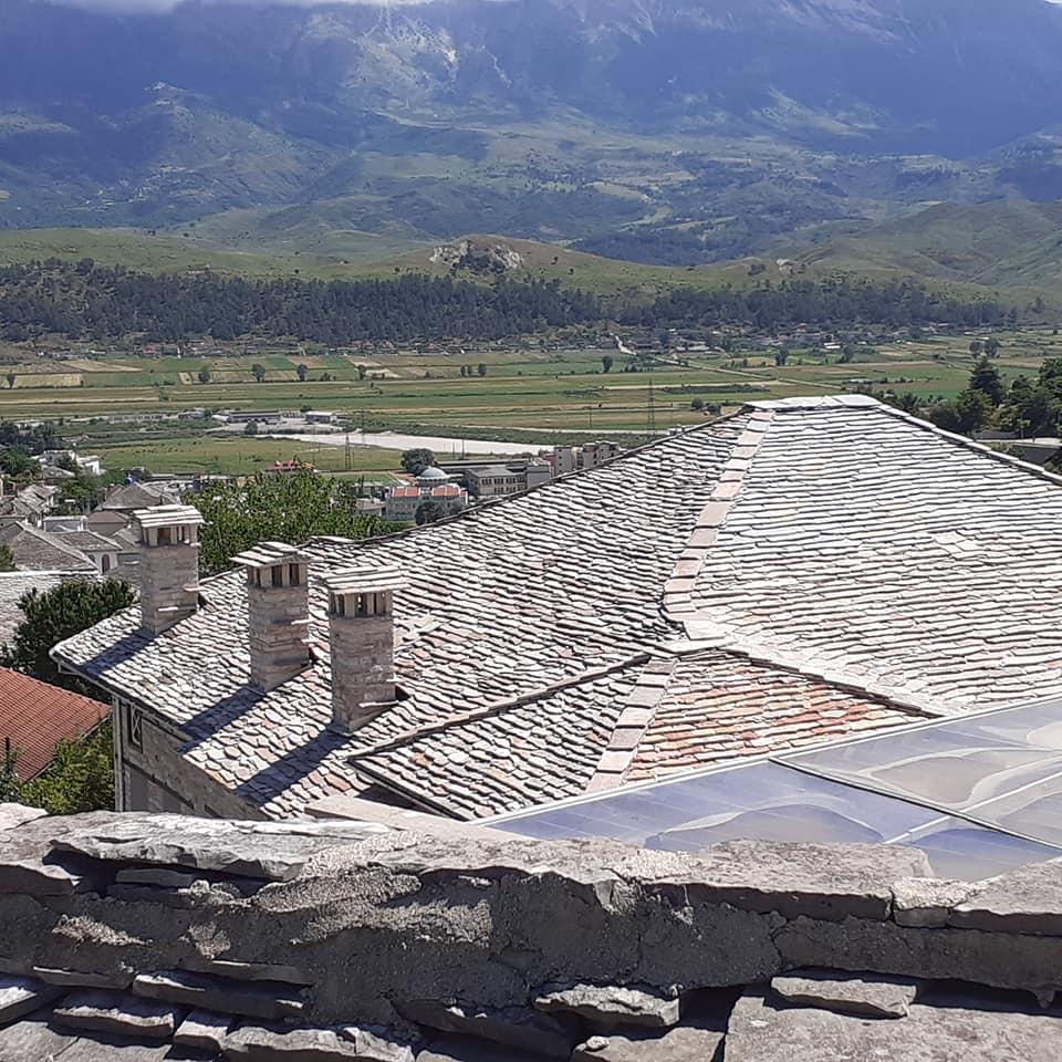 Gjirokastra bardh e zi dhe me ngjyra, si ju duket me e bukur?!