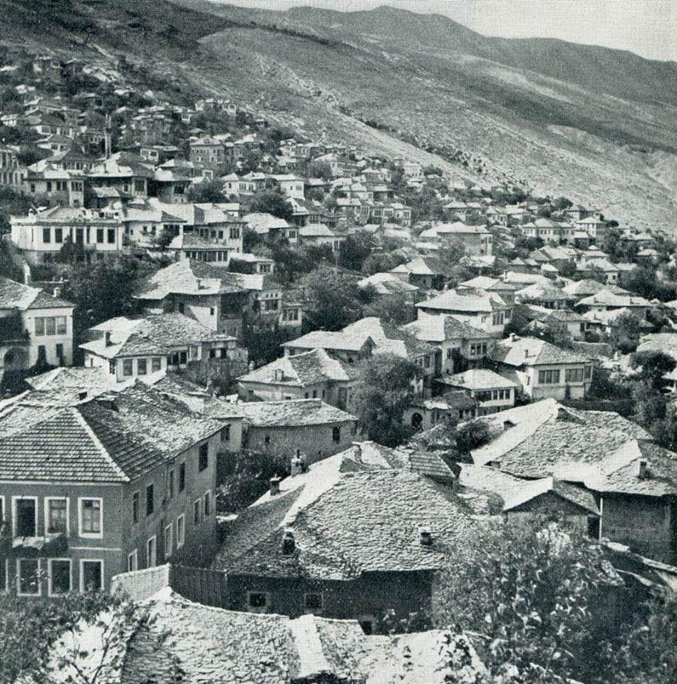 Varavingo/ Nga Pazari i Vjetër në Qafë të Pazarit e rrotull Palortosë