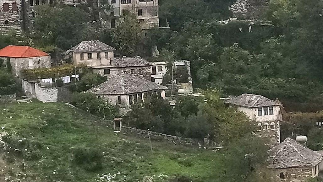 Miremengjesi dhe e diel e mbare per te gjithe me keto pamje te bukura te lagjes Pazari i Vjeter ku dielli bie me pare se ne cdo lagje tjeter te Gjirokastres.