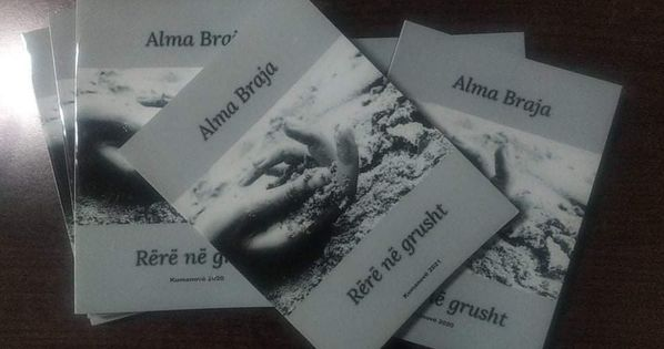 """Poetja Alma Braja me librin e saj të parë """"Rërë në grusht"""""""