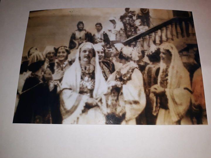 Foto e rallë, njihuni me dy gratë lunxhote që morën pjesë në 28 Nendor 1937 në festen e 25 vjetorit të shpalljes së Pavarësisë në Pallatin Mbretëror