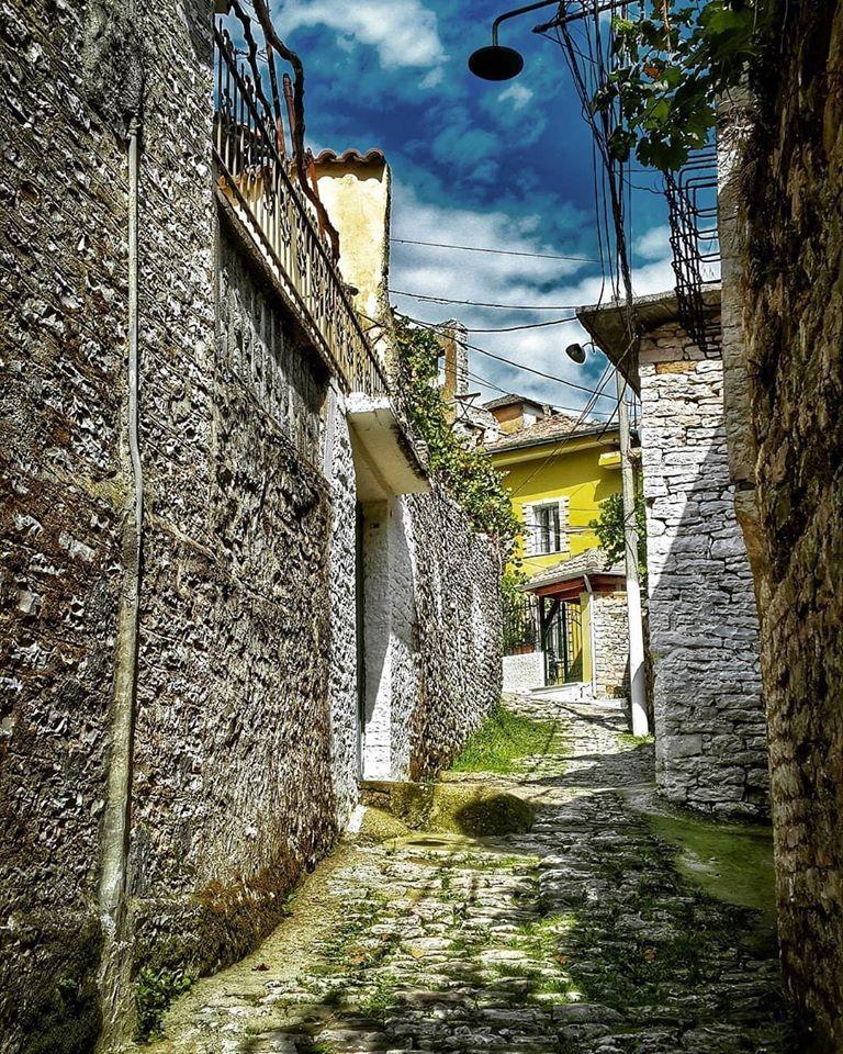 Portat e shtepive te vendlindjes me shume kujtime...