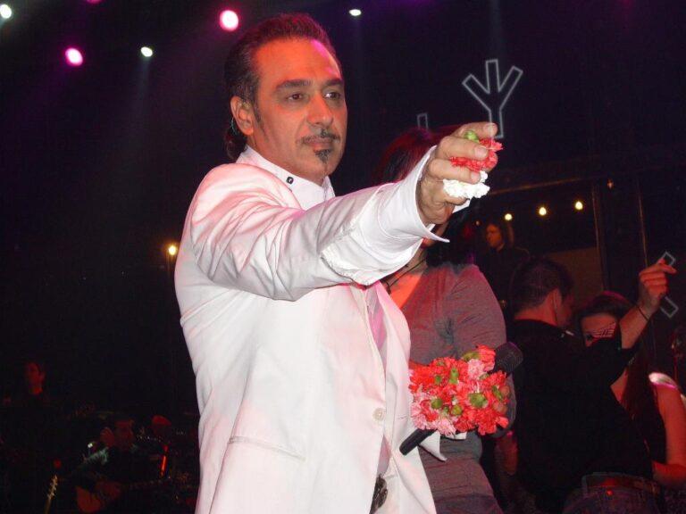 Këngëtari Notis Sfakianakis ndalohet në postobllok korone por akuzohet për...