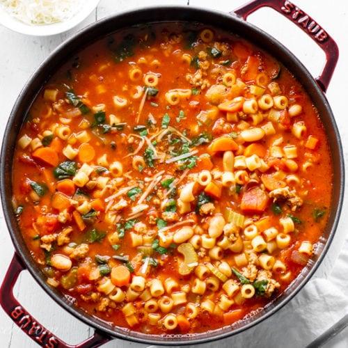 Ja se si te pergatisim nje supe te shijshme me makarona dhe fasule
