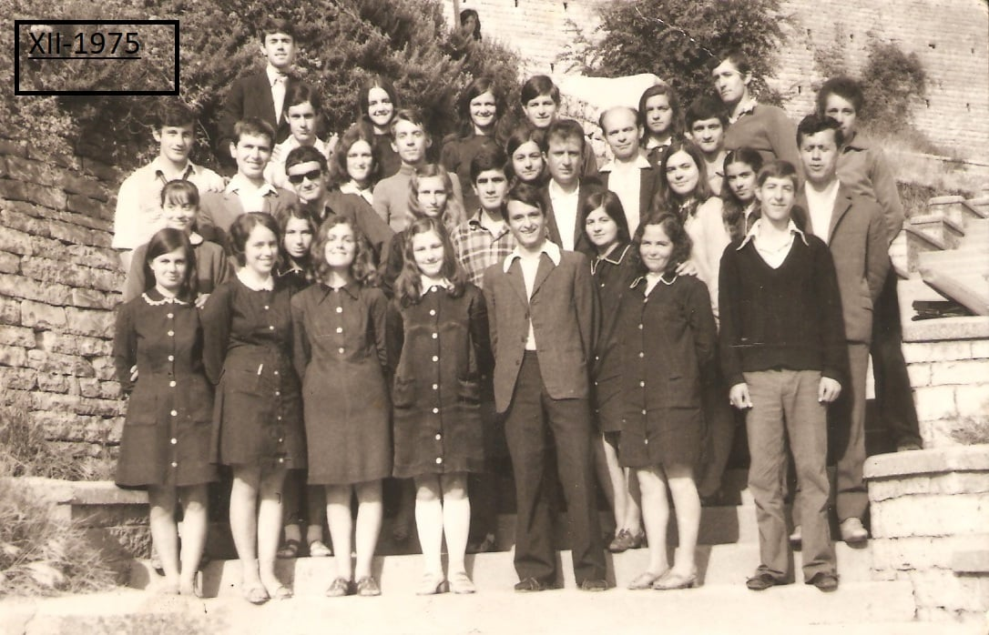 Foto e rrallë nga Vasillaq Nasto, Matura IVB e gjimnazit Asim Zeneli -Gjirokastër