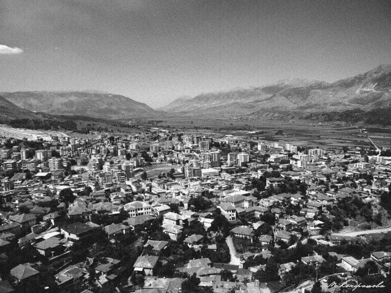Kjo foto e Gjirokastrës, sa shumë gjurmë dhe kujtime!...