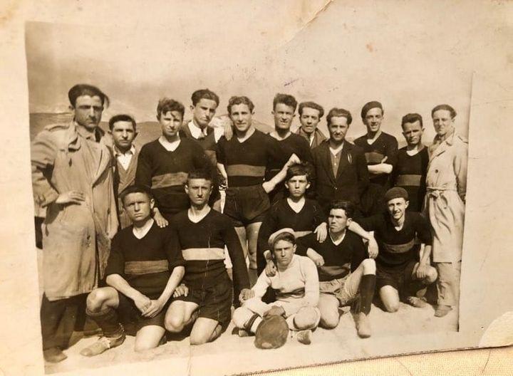 Një foto me vlerë historike: Ekipi i futbollit Shqiponja - Gjirokaster ne vitin 1935