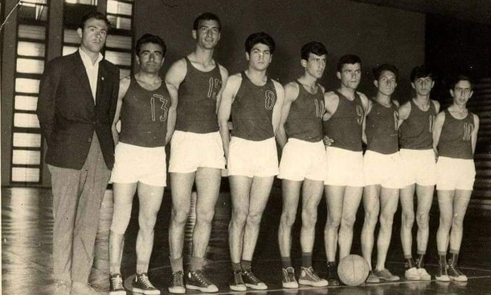 Foto e ralle e ekipit te basketbollit te Gjirokastres pas viteve `60 !