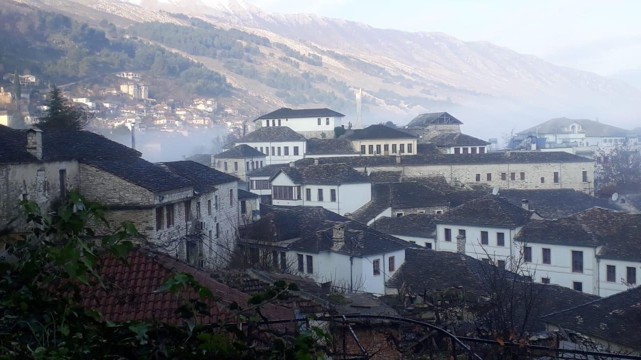 Eh kjo mjegulla mbi çatite e pergjumura te Qafes se Pazarit!