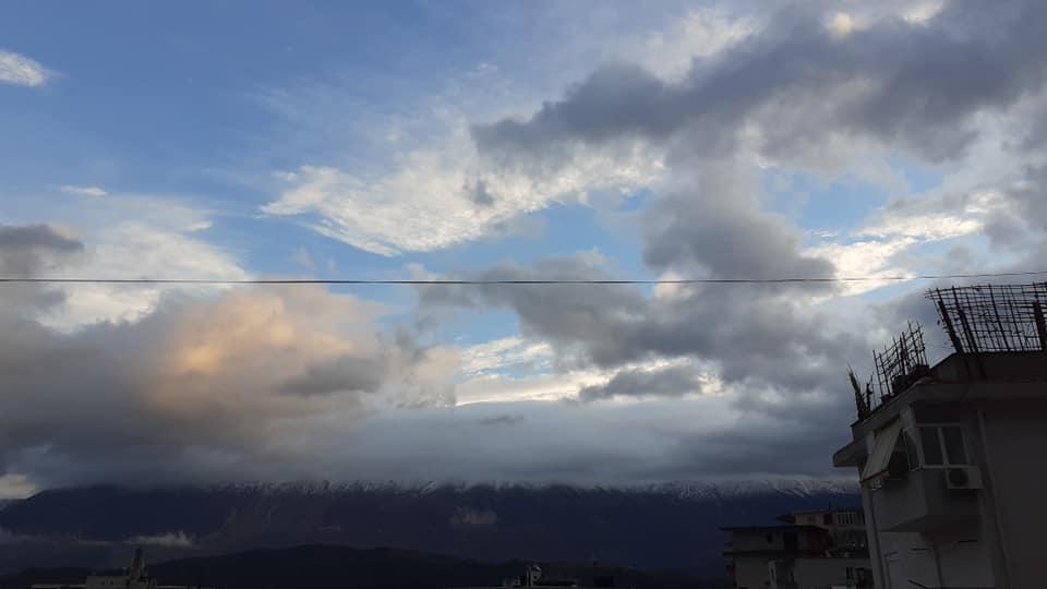 Mirëmëngjesi, ja si eshte gdhire Gjirokastra sot!