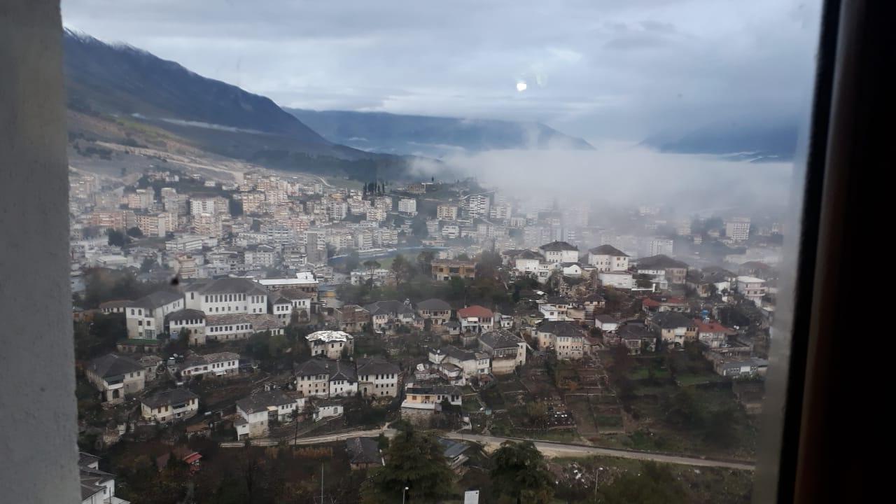 Moti sot 22 janar 2021 ne Gjirokastër,shtrengata gjate natës, i qetë dhe i ftohtë diten, ne mbremje priten...