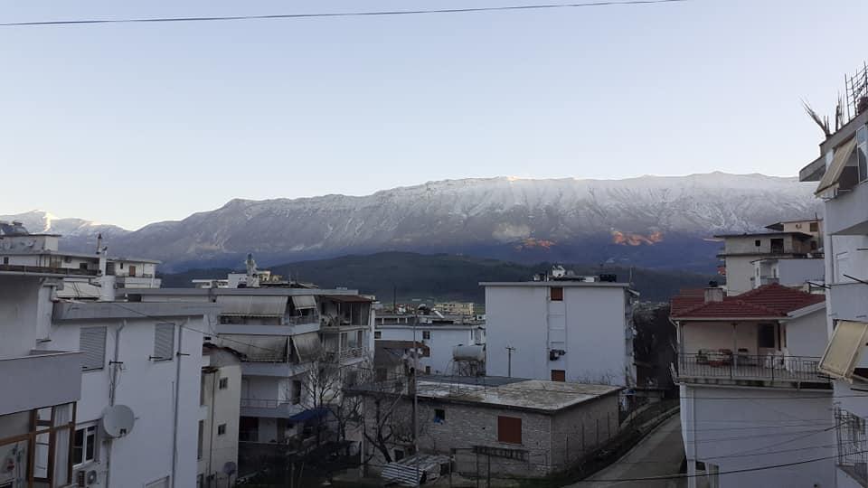 """Moti ne Gjirokaster ne vazhdim, janari po hyne me te dy kembet, i """"egersuar""""..."""