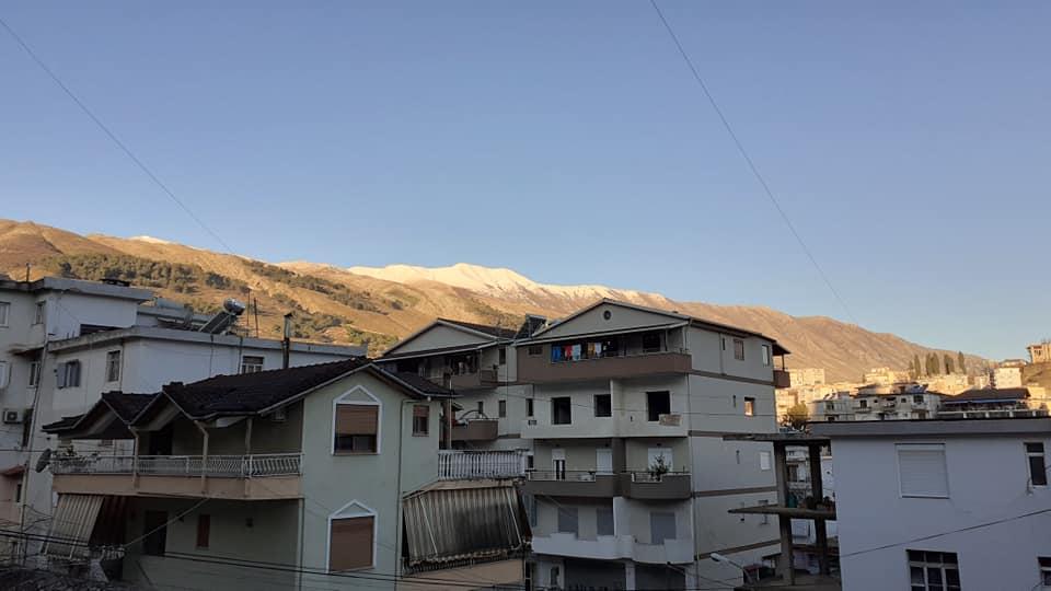 Moti, diell dita sot ne Gjirokaster e rrotull saj