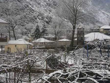 Bora e pare ne fshatin e bukur te Sotires te Dropullit te Siperm festohet me geshtenja te pjekura , me nje gote vere dhe....