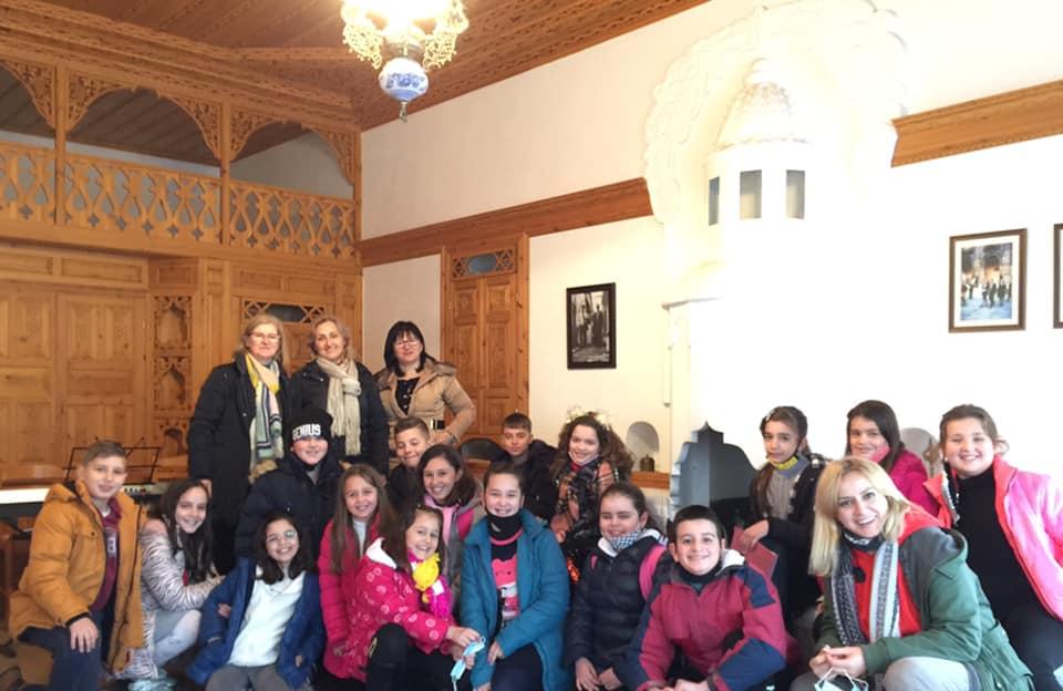 Veprimtari letrare dhe muzikore ne shtepine Kadare te qytetit te Gjirokastres