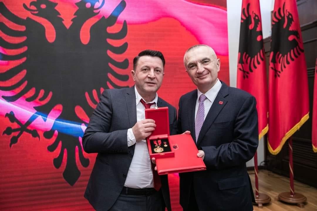 Presidenti Ilir Meta dekoron me titullin e larte Mjeshter i Madh kengetarin e mirenjohur tepelenas Ylli Baka