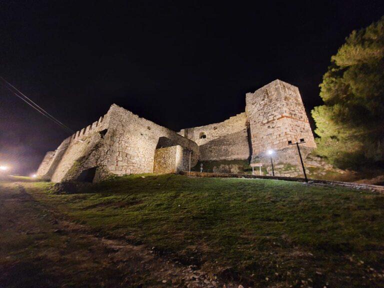 Kalaja e Beratit me ndriçim te ri, ja sa e bukur duket!(foto)