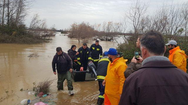 Ja ku ka ndodhur: I bllokuar ne mes te ujit, i shpetohet jeta nje personi