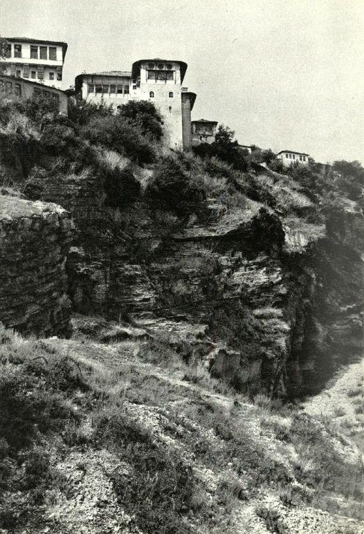 Cilat jane, shtepite keshtjella si e Resajve ne Dunavat te Dyte, permendore te arkitektures gjirokastrite?