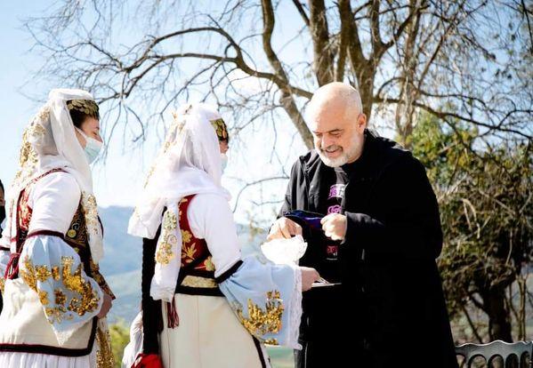Takimi i Kryeministrit Edi Rama ne Bashkine e Dropullit( foto)