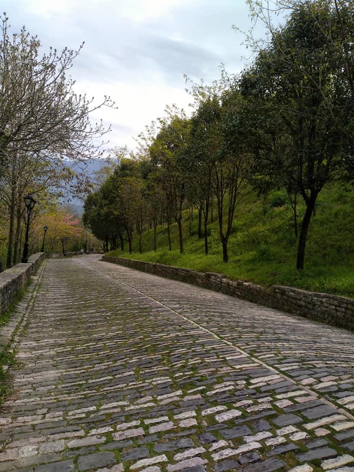 Rruga e Ndene kalase , rruga e kujtimeve per cdo banor te Gjirokastres ne albumin fotografik te Albana Malikos