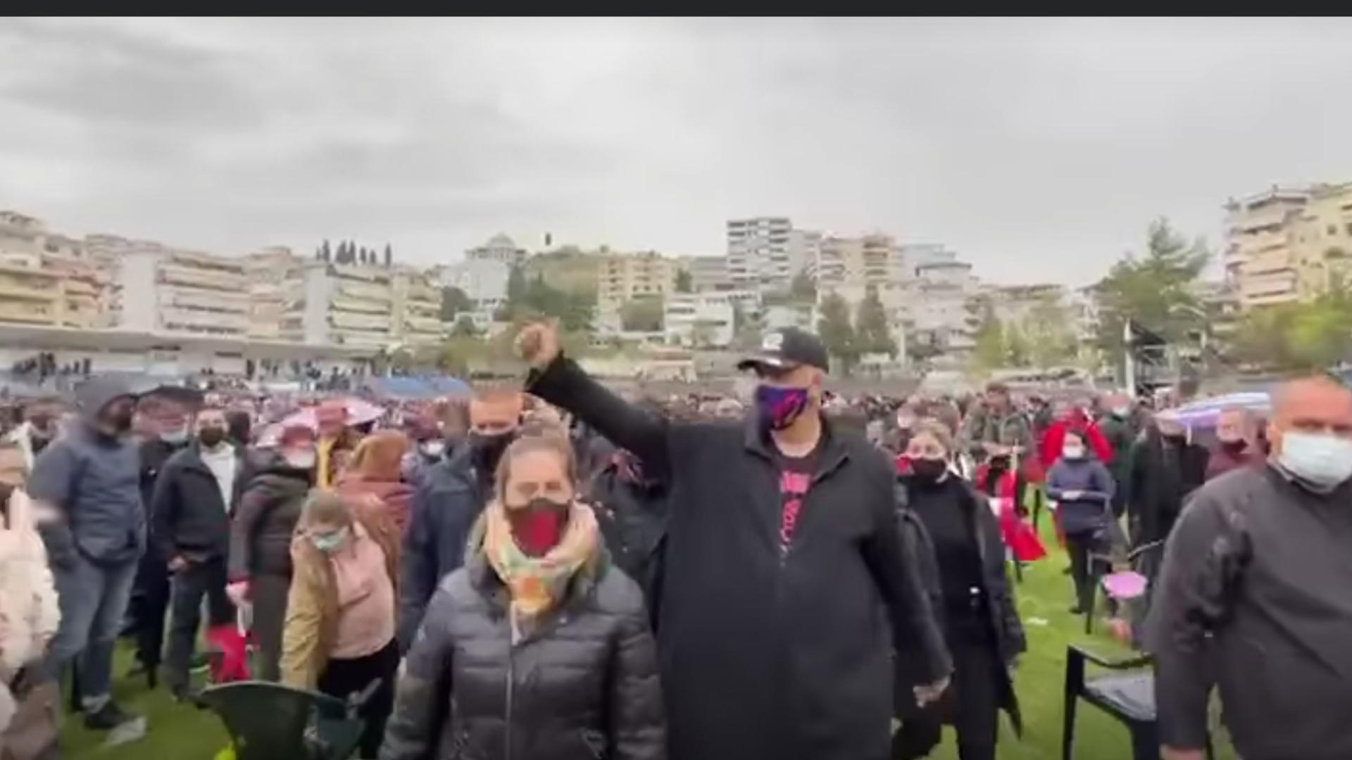 Nga stadiumi i parakalimeve me kostume kombetare vjen mesazhi i Kryeministrit Edi Rama