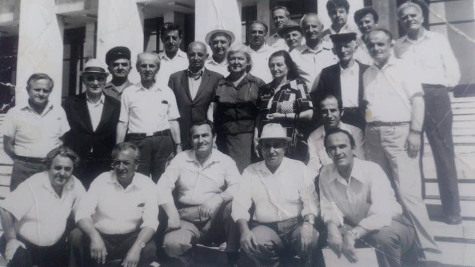 Ne foto, burra te mire dhe gra zonja te krahines se Lunxherise