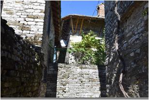 """Mufit Shapllo një nga burrat e urtë dhe të mirë të lagjes """" Pazar i Vjeter""""në Gjirokastër"""