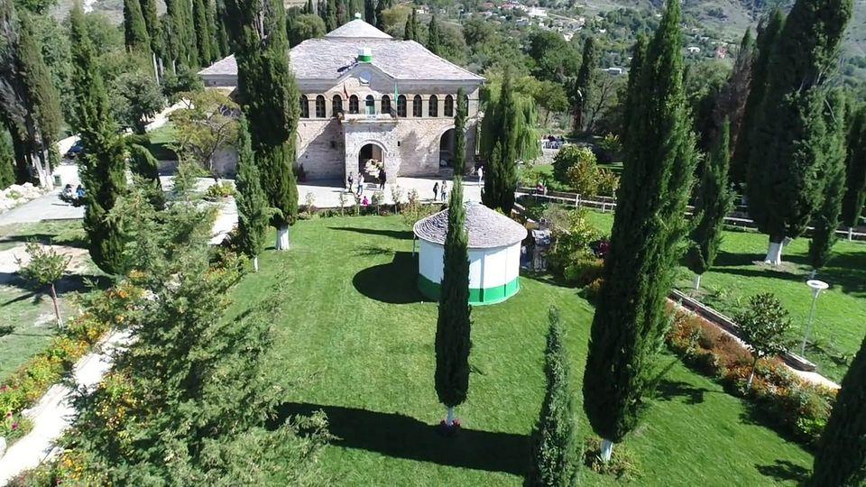 Sot Dita e Gatimit dhe Shperndarjes se Ashures ne Teqene e Melanit, rit tradicional i besimit bektashian