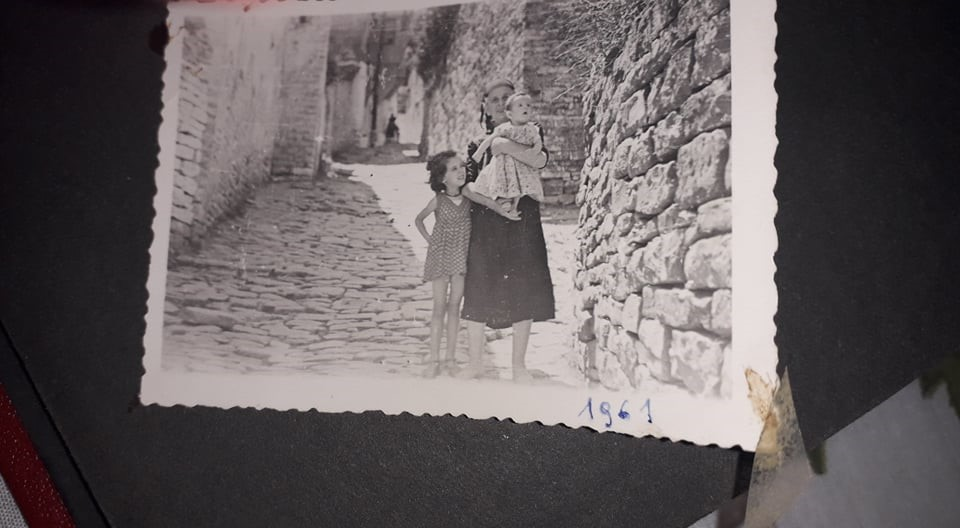 Porta e Bashkim Karagjozit, porta e fundit e lagjes,me te kaluaren dhe te sotmen e saj...