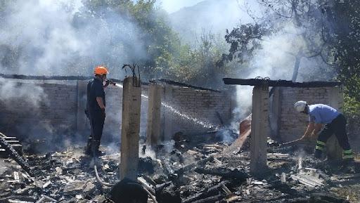 Zjarr afer Depove te Municioneve, raportohet se po perparon drejt fshatit...