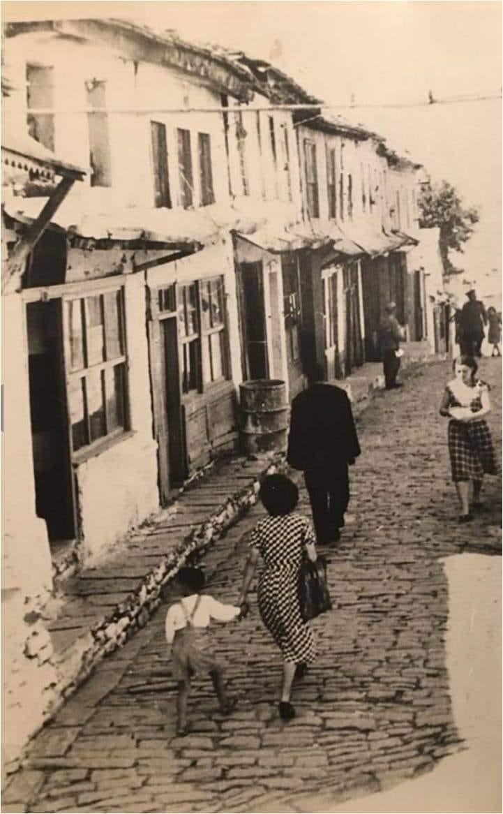 Për ata që nuk i zë gjumi/ Qafa e Pazarit në Gjirokastër, a është kjo foto e vitit 1924?!