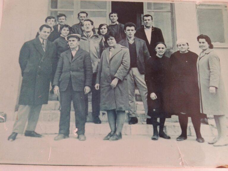 Kujtese/ Dr. Kujtim Mezini me personelin e dispancerise tuberkulare te qytetit te Gjirokastres