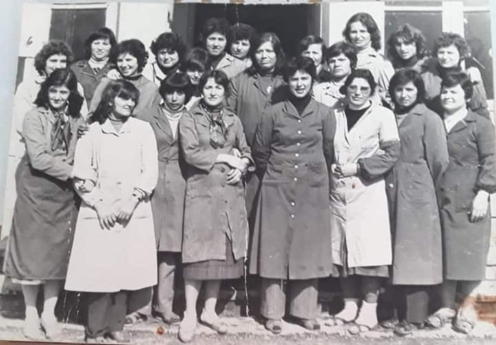 Kujtese/ Ne kete foto grate prestare te fabrikes se kepuceve ne Gjirokaster