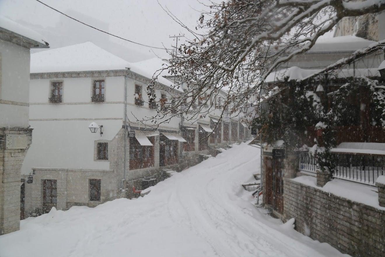 Sinoptikanet paralajmerojne mot te ftohte, ja disa foto nga Gjirokastra me debore!